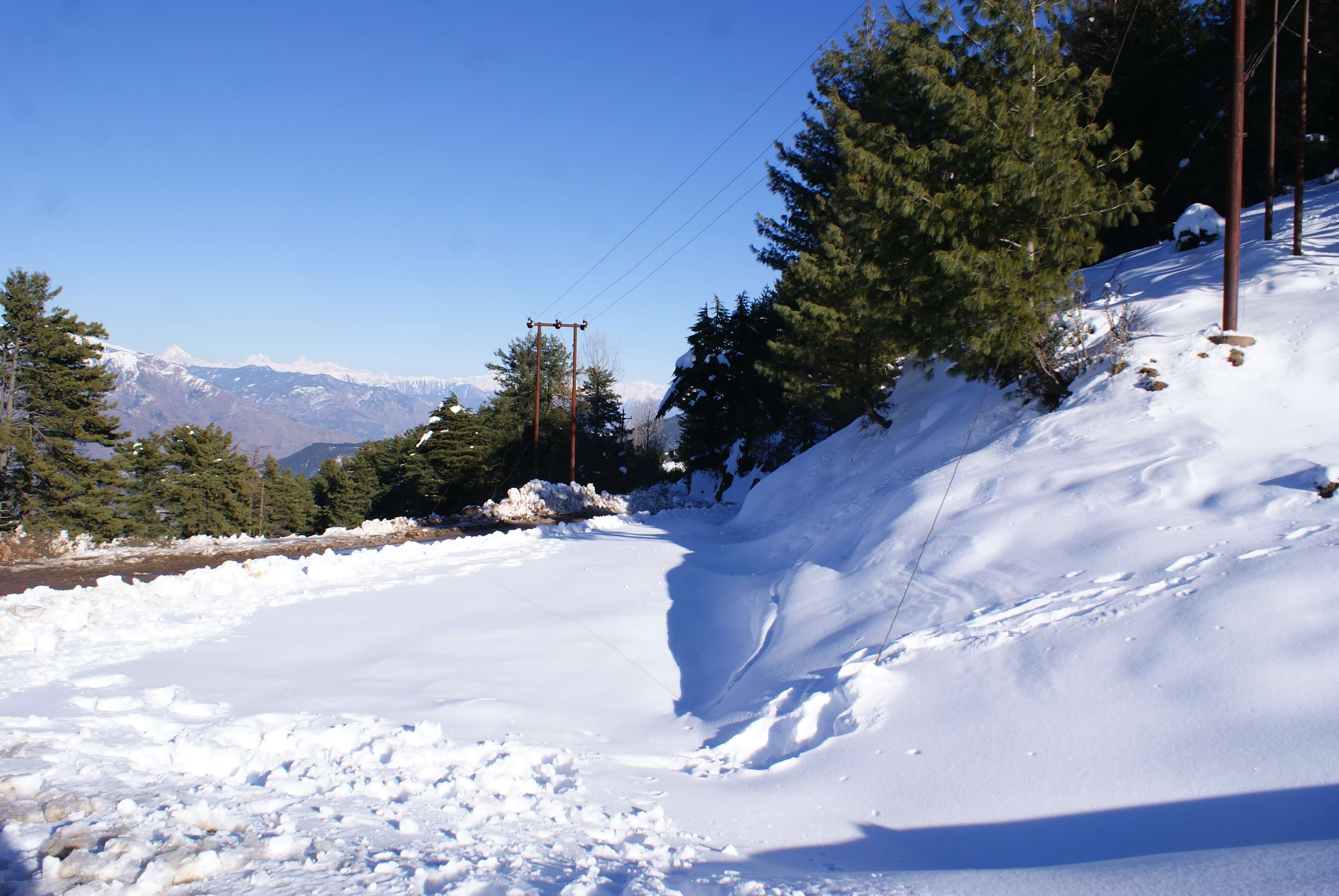 Valley Cut Off By Air, Road From Outside World Heavy Snowfall Throws Life Out Of Gear