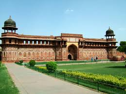 Agra Taxi Service from Delhi by train