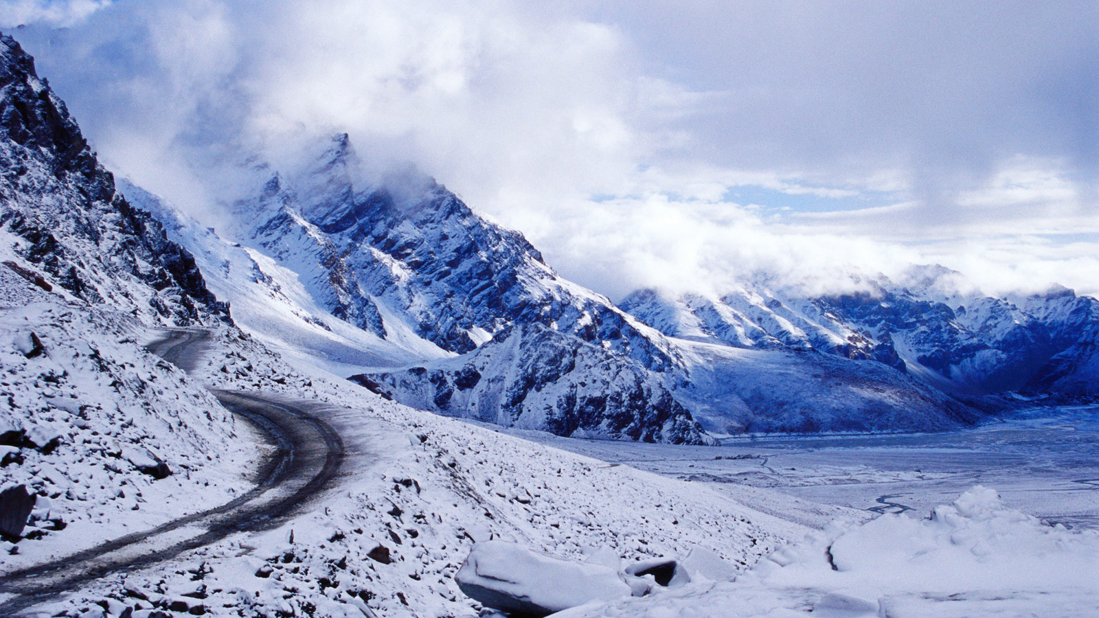 Manali Volvo Tour Package From Delhi